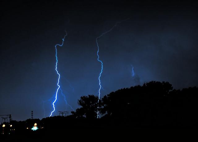 lightning-503155_640