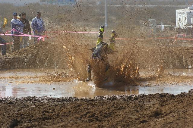 motocross-2417712_640